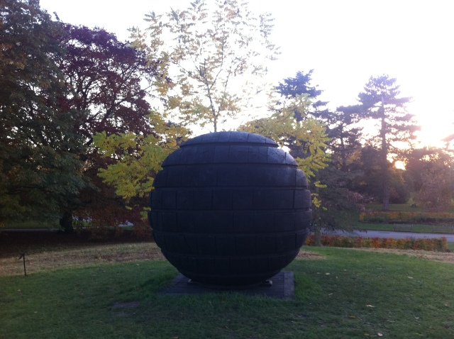 David Nash yng Ngerddi Kew