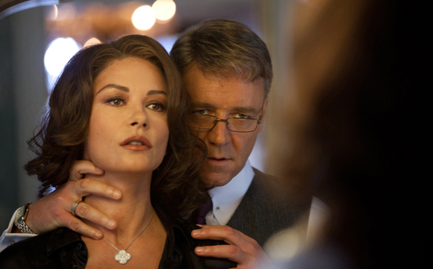 Catherine Zeta-Jones yn Broken City