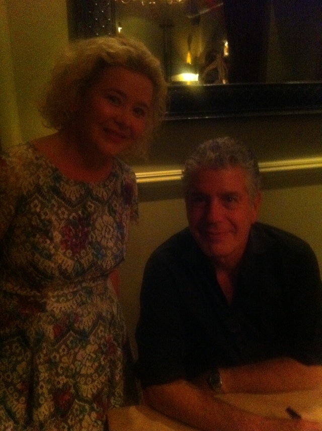 Lowri Cooke ac Anthony Bourdain